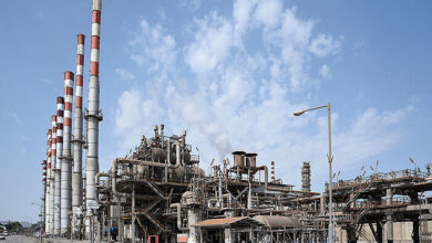Photo of Bandar Abbas Refinery Repairs Furnace while Operating